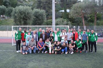 Les joueurs de l'A.S.Gorbio avec le trophée du championnat.