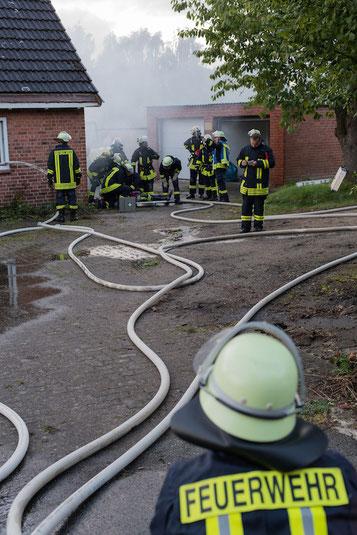 Nach einiger Zeit wurde ein Unfall des Angriffstrupp simuliert, so dass alle Atemschutzgeräteträger eingesetzt werden konnten.
