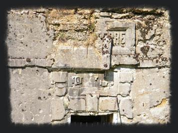 Fassade Froideterre - Gut erkennbar die Reste der Beschriftung