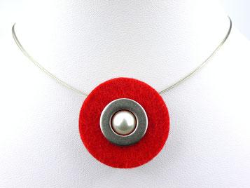Halskette mit Filzanhänger rot