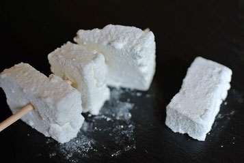 Marshmallow aufgespießt