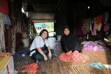 ミサエは、村民のお宅にお邪魔する機会をいただきました。竹を張り合わせただけの床に小さな煮炊きのスペース。この地で生活する大変さを改めて感じました。