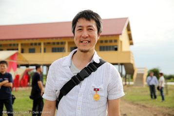 ほっしーは今回も撮影を担当。前回、カンボジア政府からの感謝メダルを代表の狩野からまっすーがもらいましたが、今年はほっしーがもらいました。メダルを着けてもらい満面の笑み(笑)