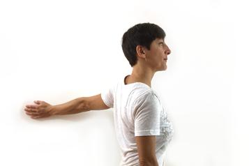 Öffnung des Bustmuskels mit einem Arm