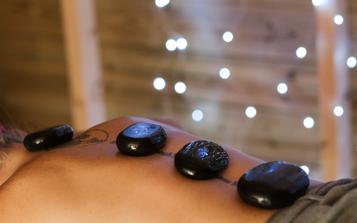 massage pierre chaude volcanique dos corps huile chaude tension relaxation totale
