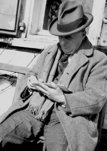 Historisches Foto: Erwin Bowien beim zeichnen im Solinger Stadtteil Höscheid (Ortschaft Neuenhaus), 1953
