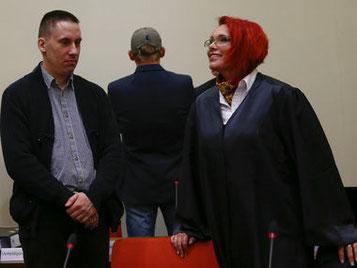 Ralf Wohlleben med hans forsvarer Nicole Schneiders. Begge medlemmer af nazipartiet NPD.