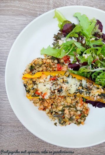 Puntpaprika met spinazie, zalm en parelcouscous