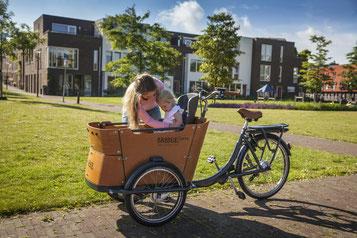 Testen Sie jetzt die Lasten e-Bikes von Babboe in der e-motion e-Bike Welt in Bochum.