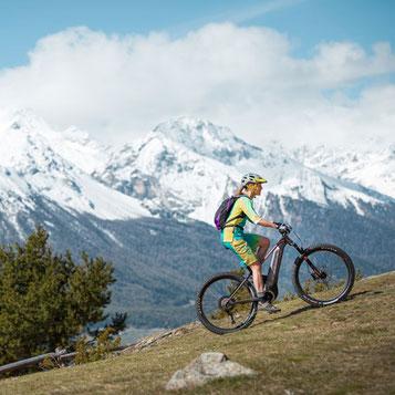 Vorteile von e-Mountainibikes für Frauen