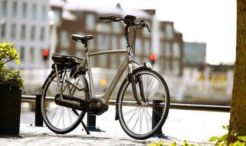Wen Sie ihr e-Bike mit der Bahn in den Urlaub transportieren, empfehlen wir den Akku vor Reiseantritt zu entfernen