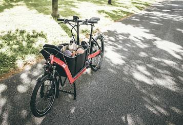 Die vielfältigen Einsatzmöglichkeiten von Lasten e-Bikes können Sie in München West näher in Augenschein nehmen.