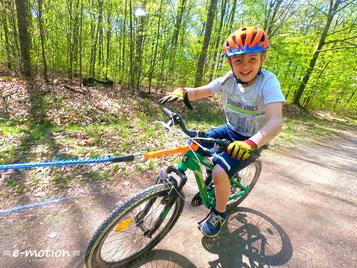 e-Bike fahren mit Kindern mit dem Fahrrad-Abschleppseil