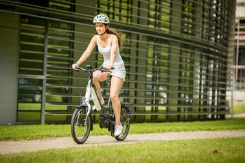 Sehen Sie sich den Unterschied zwischen Falt- und Kompaktrad im Shop in Schleswig an
