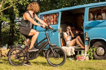 Die verschiedenen Modelle von Falt- oder Kompakt e-Bikes können Sie sich im Shop in Moers ansehen.