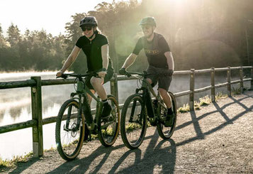 Eine Tour mit dem e-Bike macht Spaß und hält fit