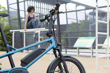 Sehen Sie sich den Unterschied zwischen Falt- und Kompaktrad im Shop in München West an