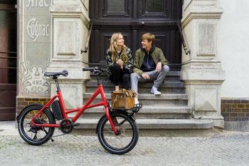Sehen Sie sich den Unterschied zwischen Falt- und Kompaktrad im Shop in Stuttgart an