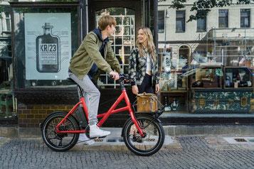 Die verschiedenen Modelle von Falt- oder Kompakt e-Bikes können Sie sich im Shop in Ulm ansehen.