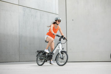 Die verschiedenen Modelle von Falt- oder Kompakt e-Bikes können Sie sich im Shop in Cloppenburg ansehen.