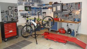 e-Bike Werkstatt und Service in der e-motion e-Bike Welt Herdecke