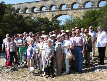 Die Gruppe des GHV vor dem Pont du Gard in Nimes