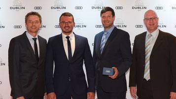 V.l.: Audi After Sales Regionalleiter Olaf Kiepke mit Igor Krauberger, Andreas Zeitler und Stefan Gruber von Fischer Automobile in Dublin. Foto: Audi AG