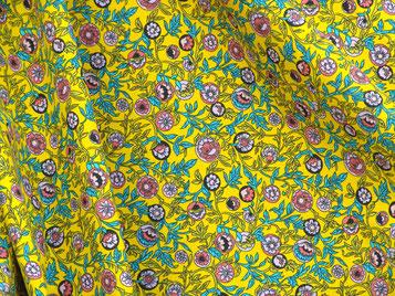 Provence, bunte Blumen auf gelb