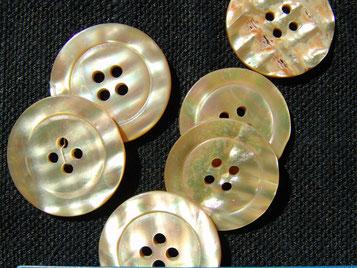 Perlmuttknopf 4Loch 22 mm, naturbeige