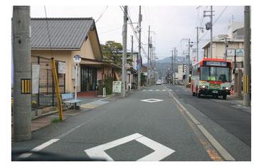 横断歩道近くの危険なバス停を調査