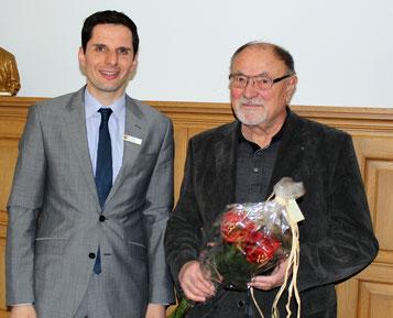 Bürgermeister Christian Pospischil mit Bürgerpreisträger Hartmut Hosenfeld.