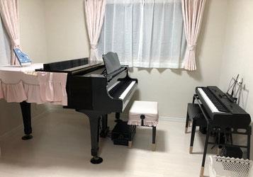教室は、グランドピアノでのレッスンです♪