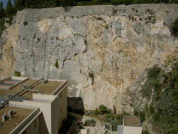 Confortement Falaise Nîmes
