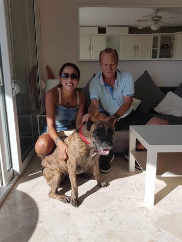 Xéna, Dogue de Canarias, con Christian y  Siham de Marruecos