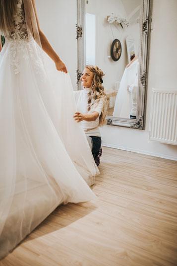 Second Hand Brautkleid mit eleganter Schnürcorsage