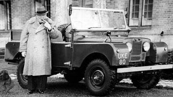Churchill neben einem Jeep