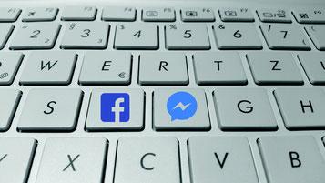 Tastatur mit Facebook-Logo