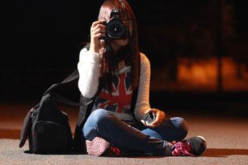 Dame mit Kamera