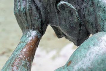 nachdenkende Statue