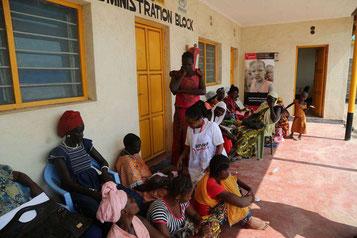 Cherongis AMREF / Stiftung  – PatientIn-nen warten auf die Behandlung