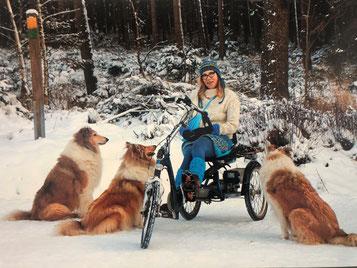 Glückliche Dreirad Kundin mit ihrem Easy Rider