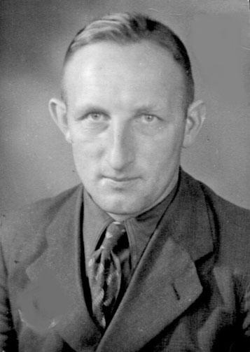 """Antonius Fischer, """"Knievel's Tünnes"""" genannt, wurde geboren am 21.10.1915, starb am 11. Januar 1997.  Foto um 1950"""