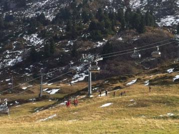 Mannschaft beim Bergen, Foto: Edi Strolz