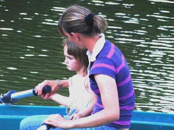 weekend en famille au château-fort de Tennessus barque sur les douves au château
