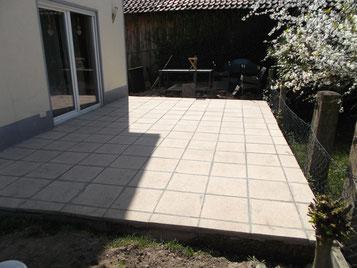 terrassen mit plattenbelag mit steinteppich belegen. Black Bedroom Furniture Sets. Home Design Ideas