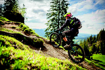 Speed e-Mountainbikes mit unseren Experten vergleichen, probefahren und kaufen in der e-motion e-Bike Welt in Hombrechtikon