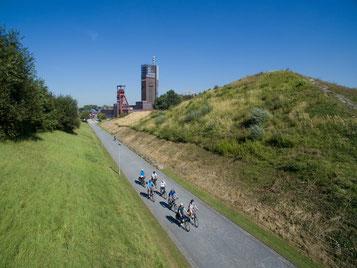 Menschen, die im Ruhrgebiet Fahrrad fahren