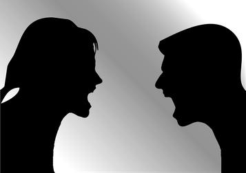 zwei Menschen streiten
