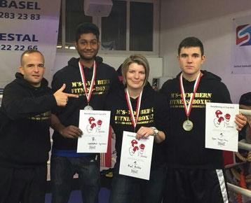 BOXING TEAM ITTIGEN powered by M's-Gym Bern v.l.n.r. Marco (Coach), Swissan (CH-Vizemeister 2015), Anita (CH-Meisterin 2015), Manuel (CH-Meister 2015) Saison-Finale Dezember 2015 in Frenkendorf