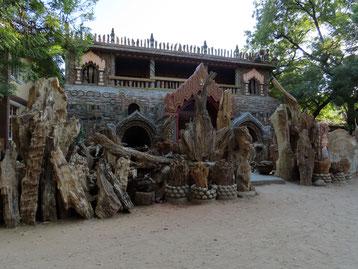 Kloster aus versteinertem Holz in Bagan